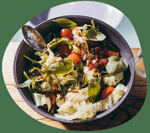 Mediterraner Salat von der Online-Kantine